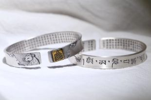 Sterling Silver mani bangle with heart scriptures (Rat), a piece